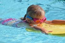 clases de natacion de niños en rivas